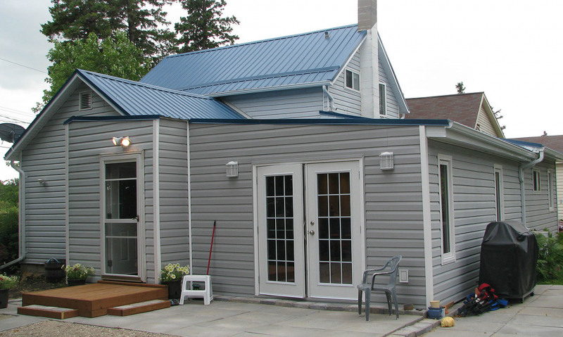 Oakville, MB major reno, a custom project kitchen and turned old attached garage to family room.