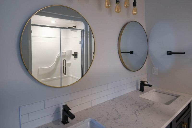 Ensuite double sinks.
